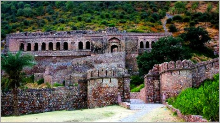 Bhangarh Fort-The truth behind a haunted alley