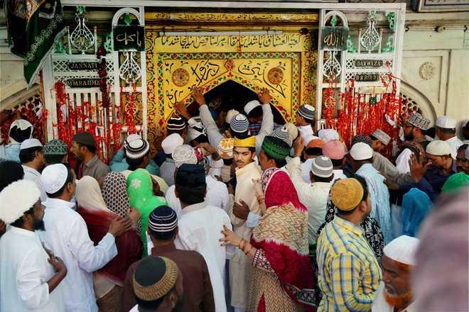devotees inside dargah