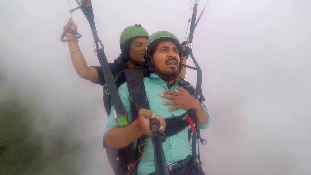 Bas Land Karade, Manali Paragliding Meme