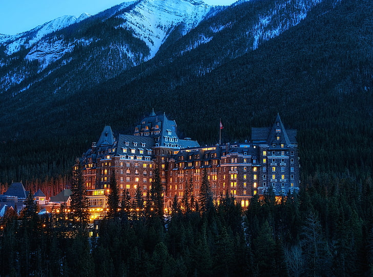 Fairmont Banff Springs Hotel, Spine chilling