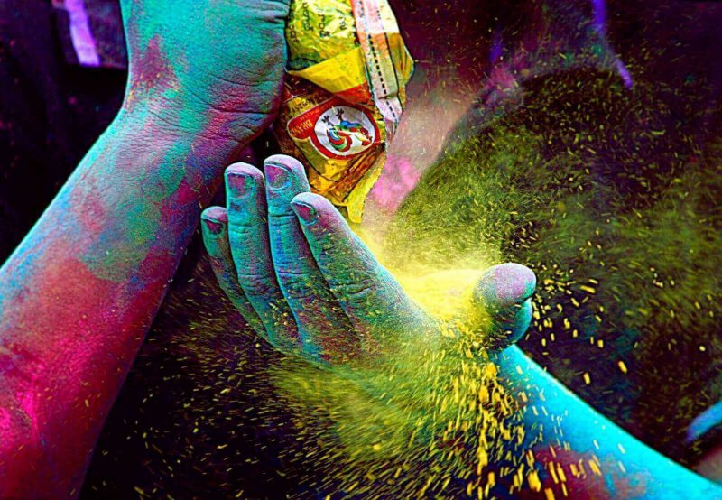 7 Tips For Celebrating Holi In  A Unique Way