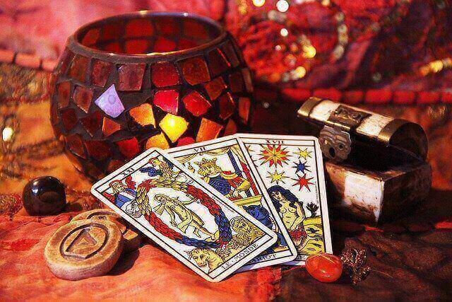 Tarot Card Reading – A Tool Of Divination| From deviation to Omen