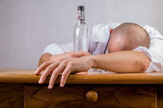 आपको भी है 'शराब की लत'? यह हैं ज्योतिषीय कारण और उपाय
