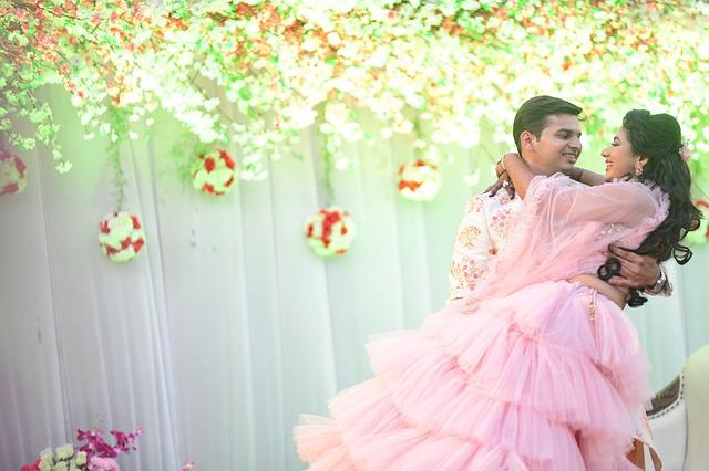 राशि अनुसार शादी- राशि के अनुसार जानें किस प्रकार होगी आपकी शादी