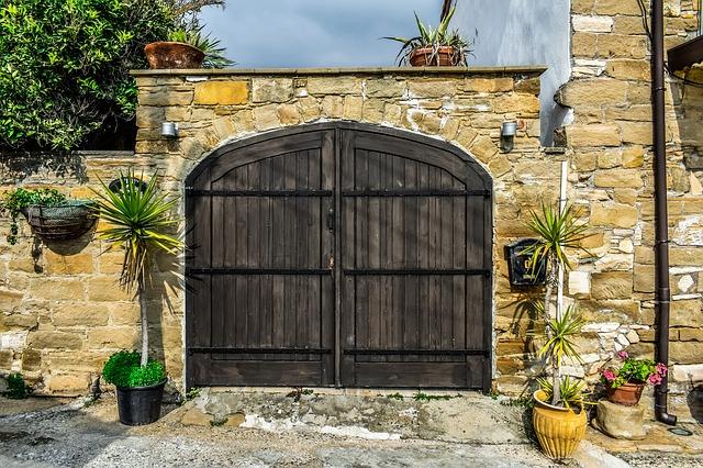 वास्तुशास्त्र के अनुसार-कैसा हो घर का मुख्य द्वार?