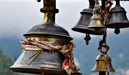 मंदिर के मुख्य द्वार पर क्यों होती है घंटी? मंदिर में घंटी बजाने का महत्व?