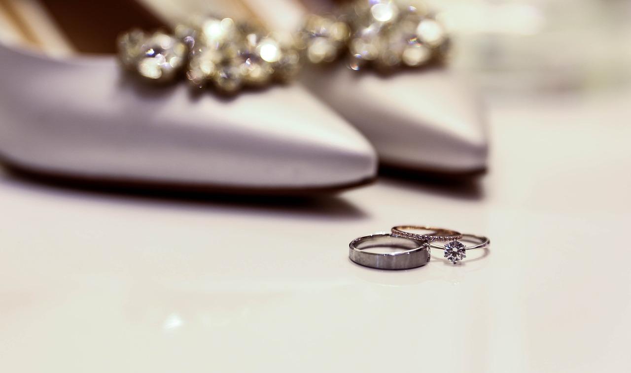 Which zodiac signs must wear diamond