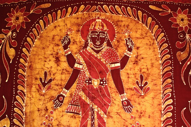 Lakshmi aarti, Lakshmi chalisa & Lakshmi mantra – Benefits & right way to do