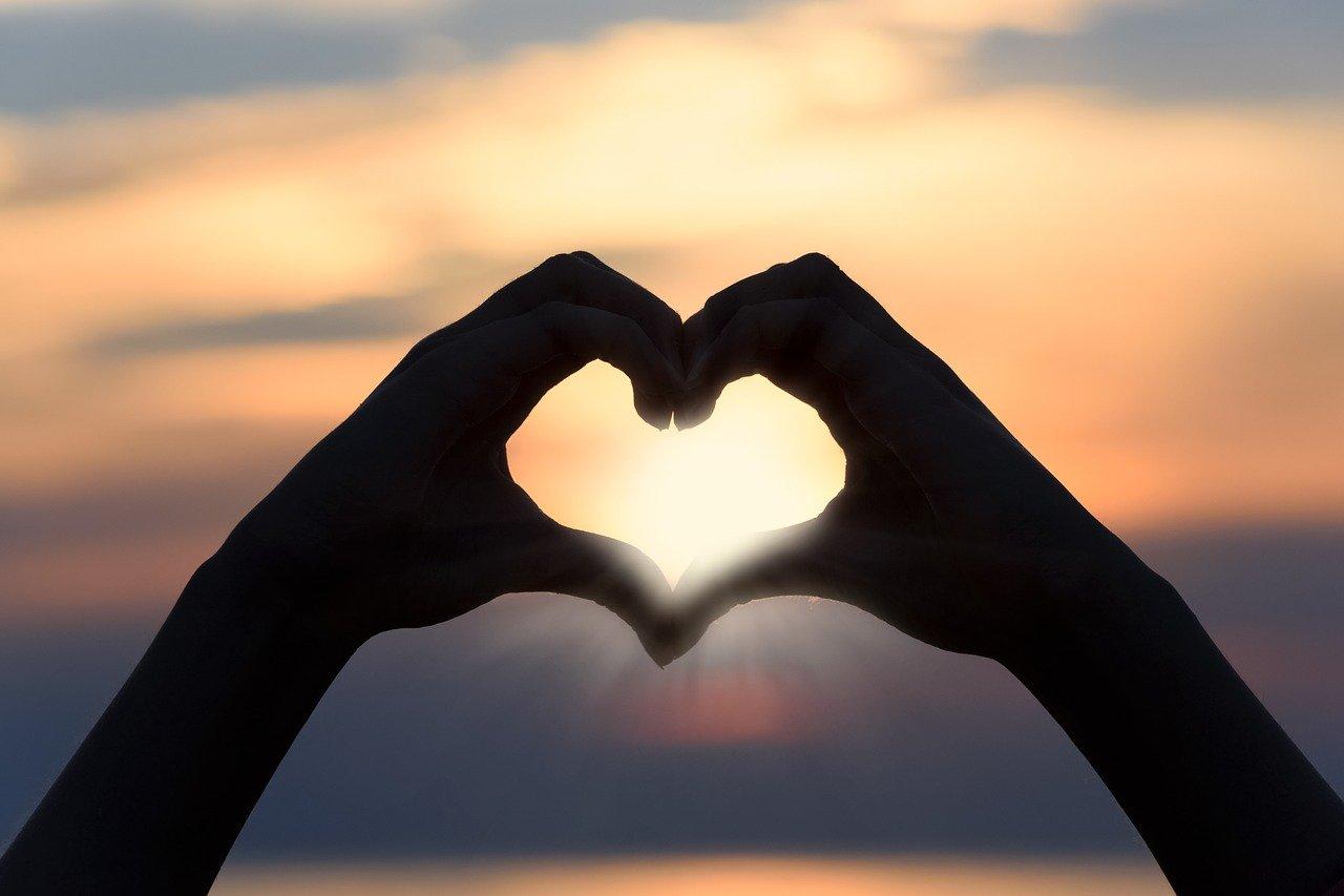 हाथ में प्यार की रेखा, love line in hand, AstroTalk Blog, palm reading